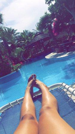 Hotel Kallithea: Har haft en fantastisk vecka här , familjärt hjälpsamma och glada människor , mitt emellan hav c
