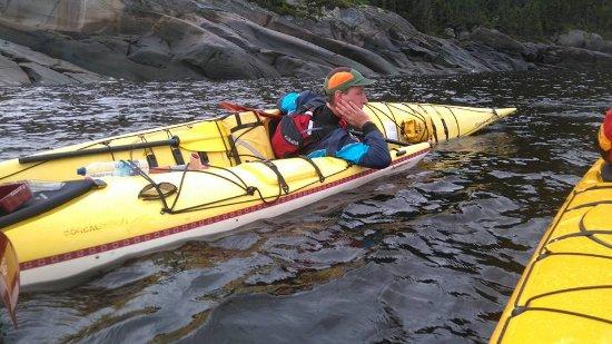 Fjord en kayak: Mathieu en pleine explication