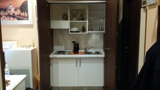 Angolo Comune Cucina A Scomparsa Con Caffe Gratuito Picture Of Jadore Monic Rome Tripadvisor