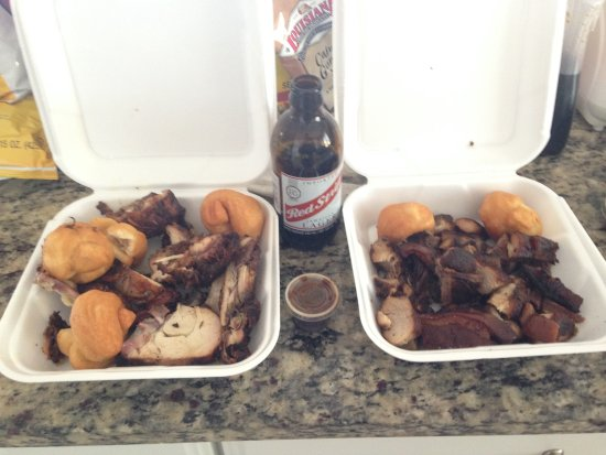 Bodden Town, Grand Cayman: Jerk Chicken & Pork