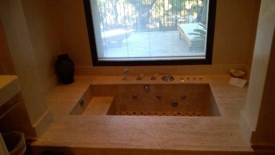 Hotel Sa Pedrissa: garden suite jacuzzi bath