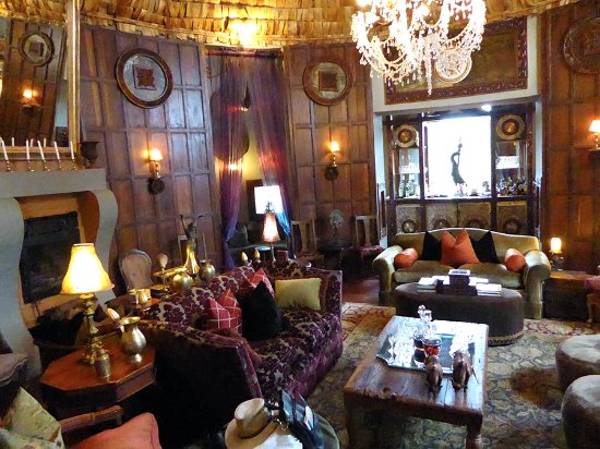 andBeyond Ngorongoro Crater Lodge: A wonderful room for drinks and conversation.