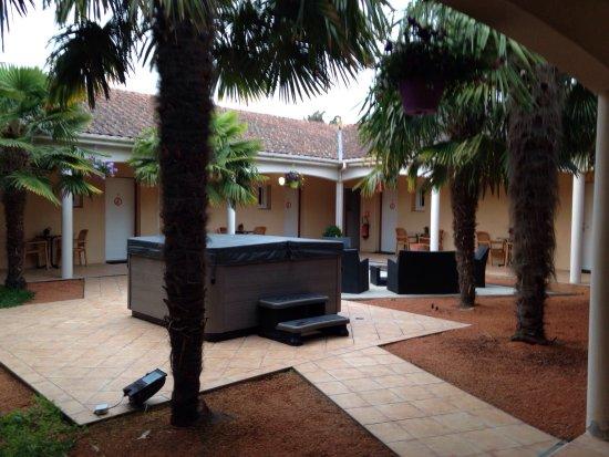 Thouare-sur-Loire, Frankrig: Hôtel réservé du à un déplacement professionnel. Très contente du séjour. Je le recommande