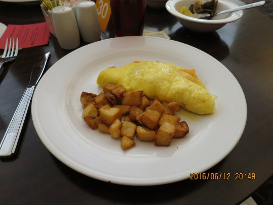 Preston, Коннектикут: Delicious Breakfast Buffet: Omelets made to order.