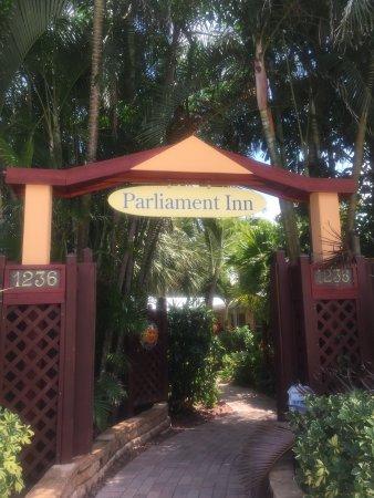 Parliament Inn: Entry