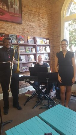 Americus, Джорджия: Mark Laughlin Trio on First Friday
