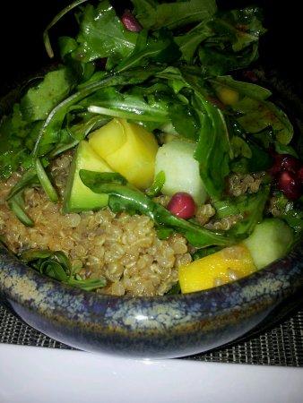 Eat Me : Vegeterian delight: quinoa salad!