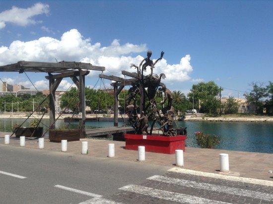 Port-de-Bouc, Frankrike: Набережная напротив тур.офиса