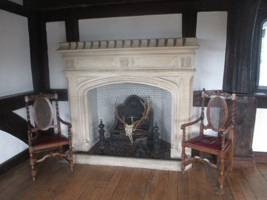 Queen Elizabeth Hunting Lodge Third Floor Fireplace Note The Deer Skull And Antlers