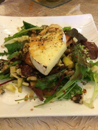 La Papillotte : Camembert chaud avec salade