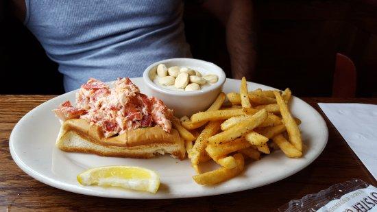 Carmen Verandah: Lobster roll