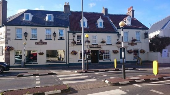 Seawold Guest House: Local pub The Goose