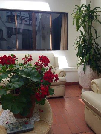 Colombia At Home: Det er et super hyggeligt og roligt hotel. Værelset er så fint og der er rengøring hver dag. Per