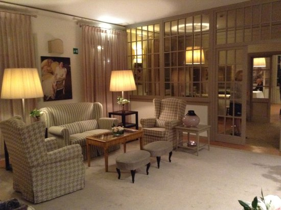 La Sala D Attesa.La Sala D Attesa Davanti Il Ristorante Picture Of Si Montalcino