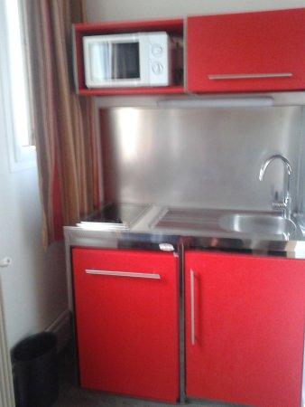 Family Hotel Residence 75 : Zona de cocina