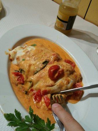 Le Jardin d'Italie: Pizza mickey (gratuite pour enfant mangeant sur place) Fettucine gambas e scampi  Pappardelle al