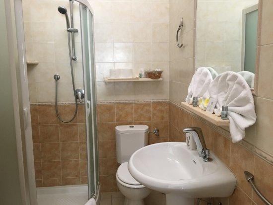 Monte Nai, Italia: bagno camera 8