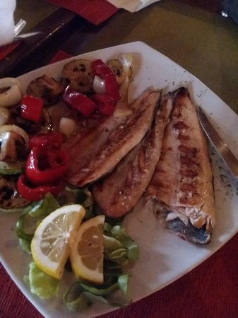 Stepenice: Smoked trout with mushrooms, peppers and onions