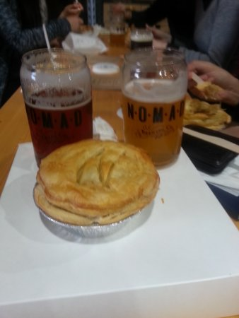 ‪‪Brookvale‬, أستراليا: We ate the Beef, Vegetaboe and Nomad Stout pies at the Nomad brewery tasting room just round the‬