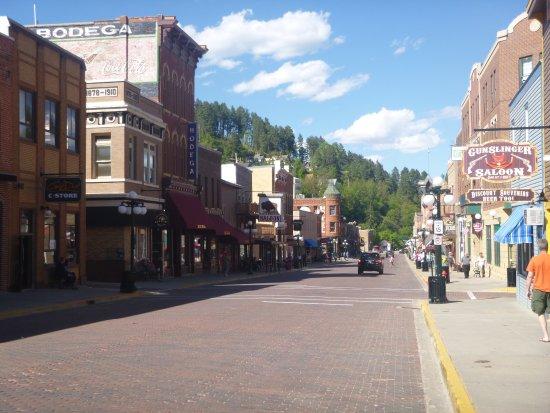 Celebrity Hotel: Main street