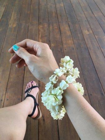 La Flora Resort Patong: arm garlands