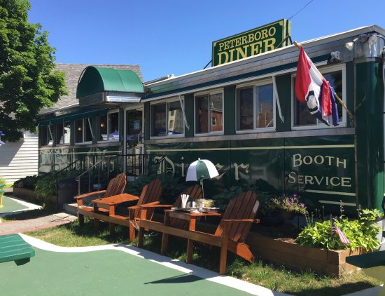 Peterborough, Nueva Hampshire: Diner with outdoor seating
