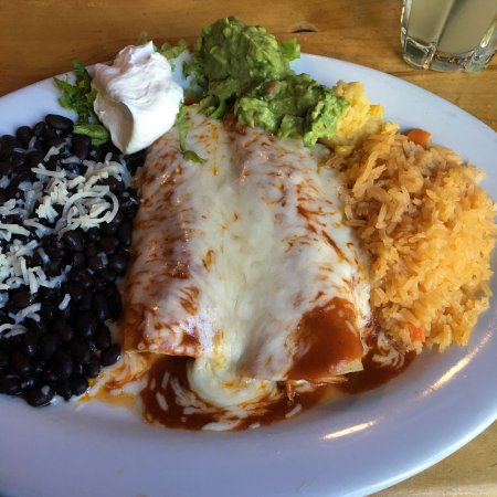 Pacifico Mexican Restaurant : Excellent customer service and fantastic food!  Served within a very decent time frame.  Margari