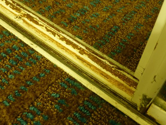 Residence Inn Louisville Airport : Rusted runners of closet, doors would barely move.