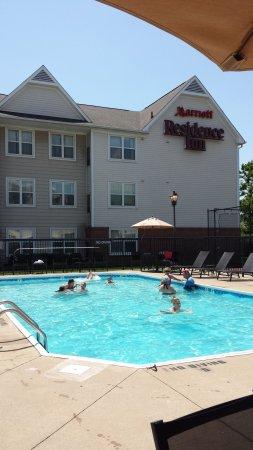Residence Inn Louisville Airport : Pool area