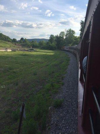 Tioga Central Railroad: Train on the curve