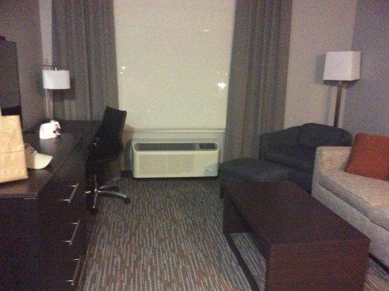 Sidney, MT: Sitting area, king suite