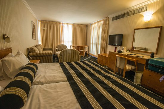 Seasons Netanya Hotel: Our room was large with a king size bed