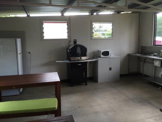 Killarney View Cabins and Caravan Park: Camp Kitchen