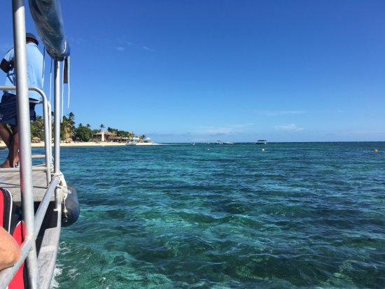 Castaway Island Fiji: Arrival by boat