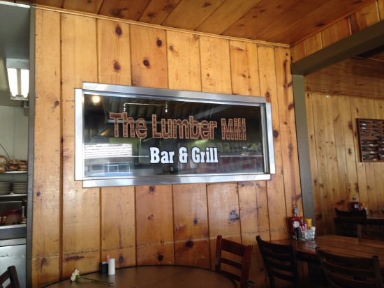 The Lumber Mill Bar & Grill: Good burgers being cooked here!