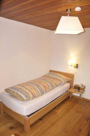 Zeneggen, Schweiz: Einzelzimmer Lärchenbett