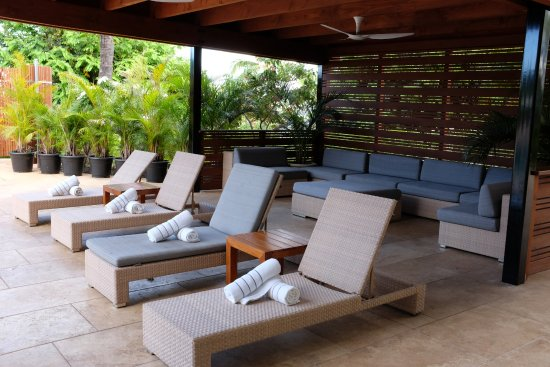 Bon Hotel Wailea: Cabana And Chairs By The Pool