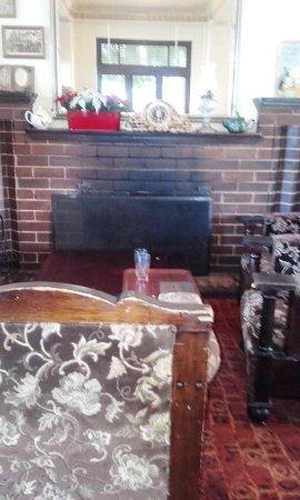 Blackheath, Austrália: Fireplace in dining room