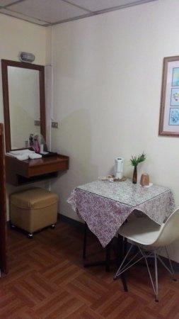 Wendy House: Pojok dandan dan makan di kamar