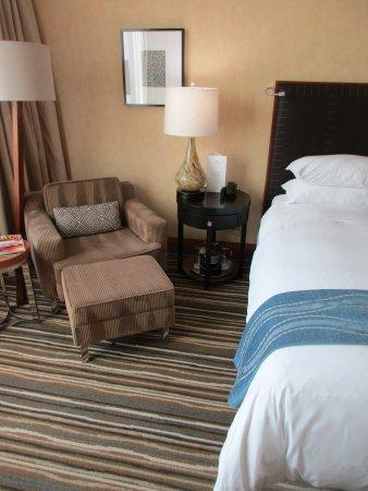 Gemütliches Bett Mit Vielen Kissen Bild Von Pan Pacific Seattle