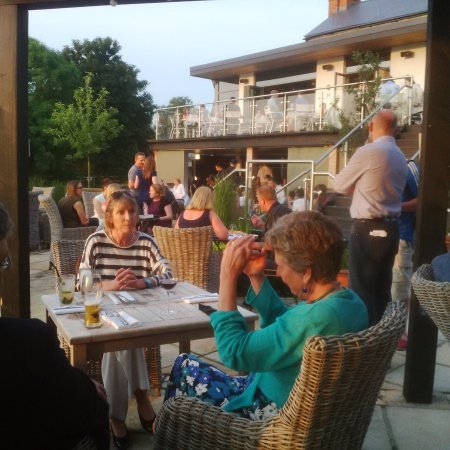 Cosgrove, UK: Lovely evening, great canal side location