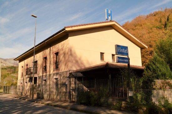 Hotel Restaurante Ribera del Chicu