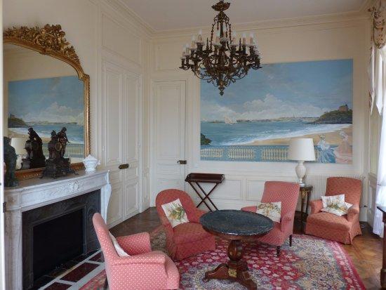 le petit salon bild fr n h tel villa reine hortense dinard tripadvisor. Black Bedroom Furniture Sets. Home Design Ideas