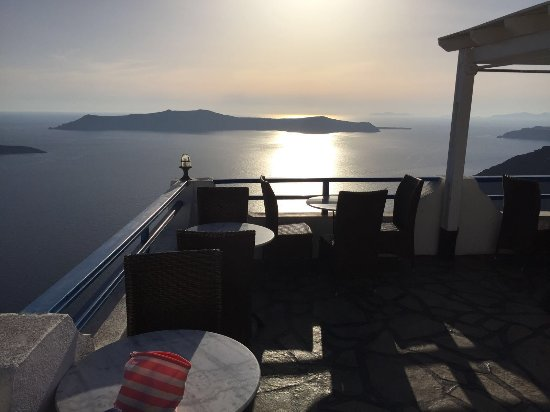 Kafieris Apartments On The Cliff: tramonto