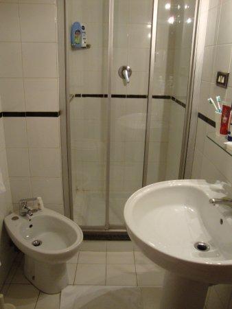 neueres badezimmer,bidet fast unbrauchbar da in die ecke eingebaut, Badezimmer