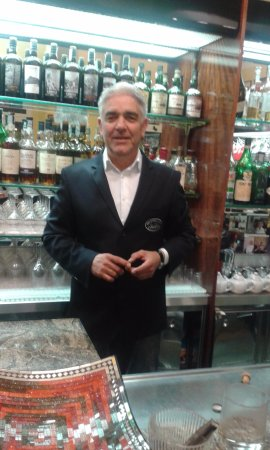 BAR Gelateria Concetti : The owner of Concetti is always welcoming!