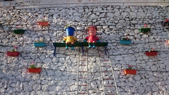 Aga Motel Bungalows: Saksıdan heykellerimiz