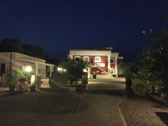 Borgo Ritella: Piscina, struttura è paesaggio