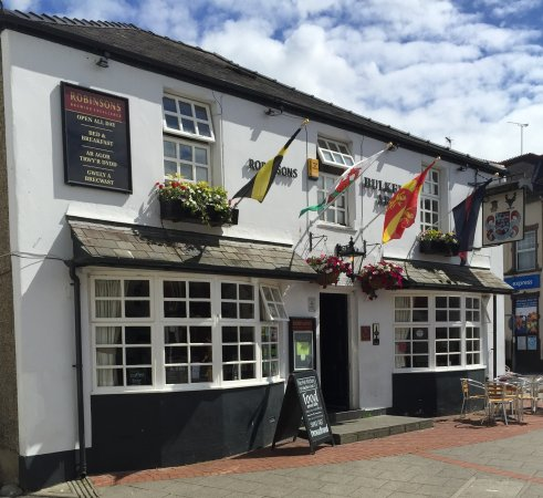 Bulkeley Arms : flags flying nicely