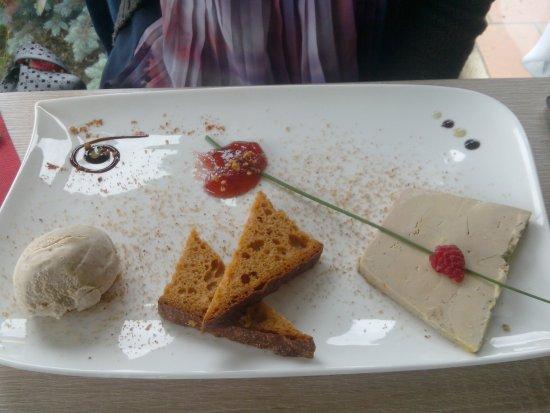 Assiette de foie gras et sa boule de glace au pain d 39 pice - Decoration assiette de foie gras photo ...